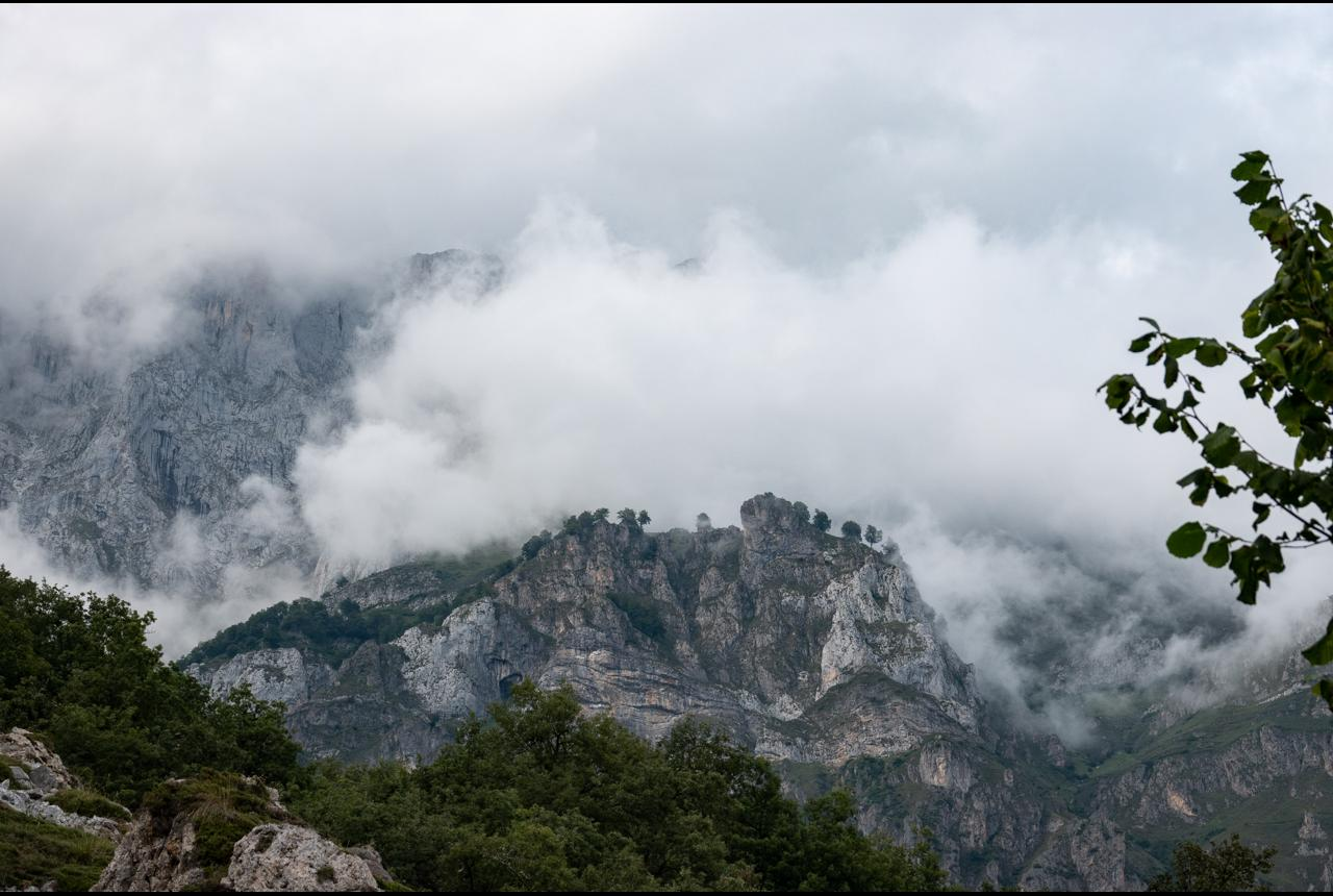 Hiking days in Picos de Europa. Hikes between 1850 m y h  down to about 900 m
